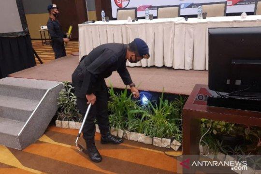 Brimob turunkan Gegana sterilisasi lokasi rekapitulasi suara di Medan