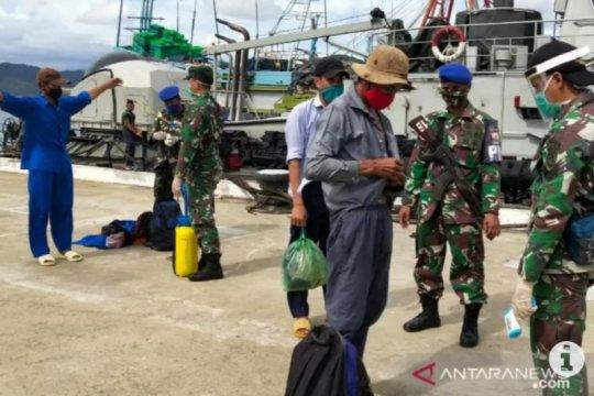 Belasan pelaku illegal fishing asal Vietnam dibawa ke Lanal Natuna