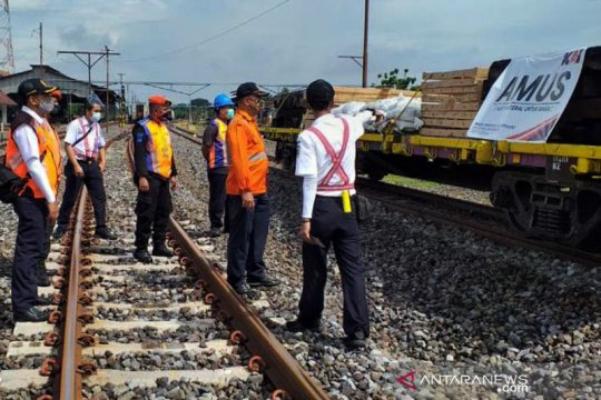 Daop Madiun siagakan 10 lokomotif dan 57 gerbong hadapi Nataru