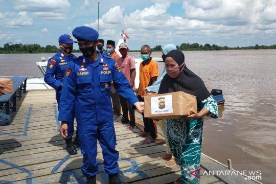 Polairud Jambi bantu sembako untuk warga terdampak puting beliung