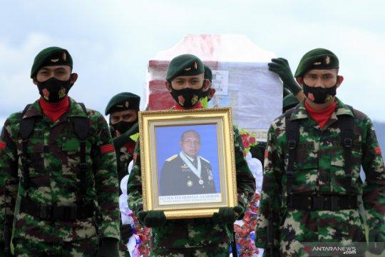 Koorsahli Kasad pimpin pemakaman jenazah Letjen TNI Herman Asaribab