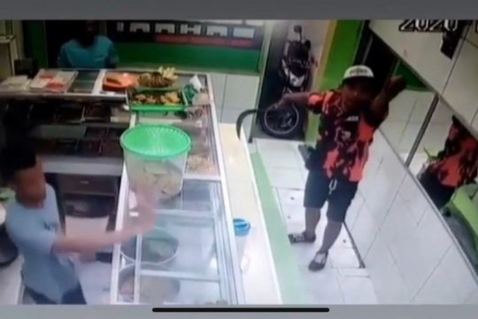 Lima pedagang jadi korban pemalak berseragam ormas di Kembangan