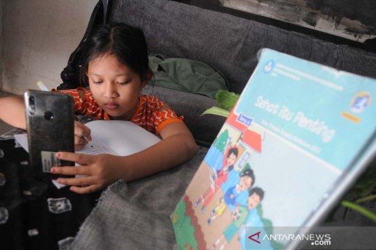 Kasus COVID-19 meningkat, siswa di Pamekasan kembali belajar daring