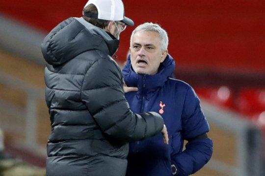 Mourinho keluhkan perlakuan berbeda antara dia dan Klopp