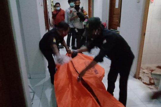 Seorang wanita ditemukan tewas di kamar mandi indekost
