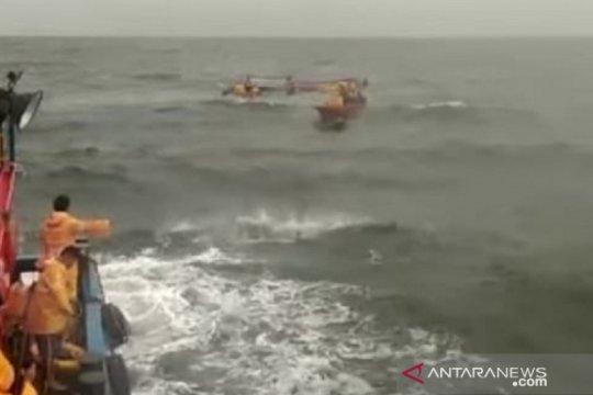 PT Timah evakuasi nelayan yang kapalnya tenggelam di Bangka