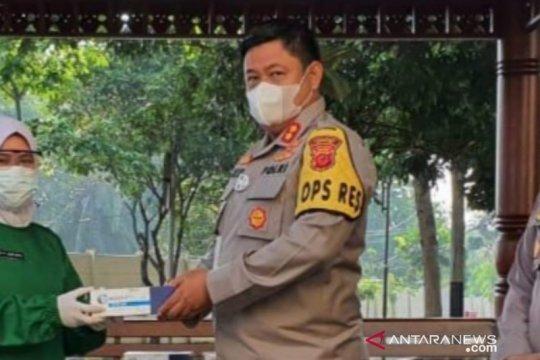 Anggota Polres Cianjur siaga di perbatasan cegah aksi massa ke Jakarta