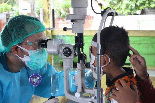 Dokter UI periksa mata anak gratis di Kampung Kusta Sitanala, Banten