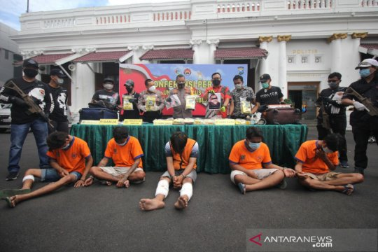 Polrestabes Surabaya ungkap kasus sabu 21,4 kg