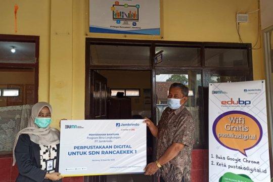 Jamkrindo serahkan bantuan perpustakaan digital