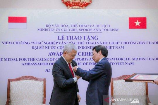 Dubes RI peroleh penghargaan kebudayaan, pariwisata dari Vietnam