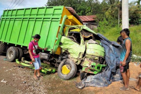 Sopir truk tewas karena tabrakan beruntun di Batanghari