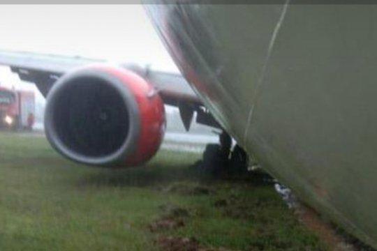 Lion Air tergelincir saat belok ke apron di Bandara Radin Inten II