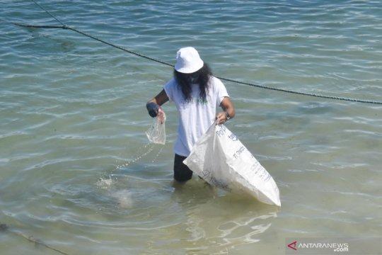 Berperang dengan sampah plastik di perairan Maluku Tengah