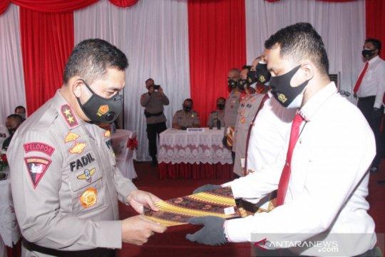 41 personel Polres Jakbar raih penghargaan pin emas dari Kapolri