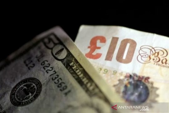Dolar tergelincir karena imbal hasil obligasi turun