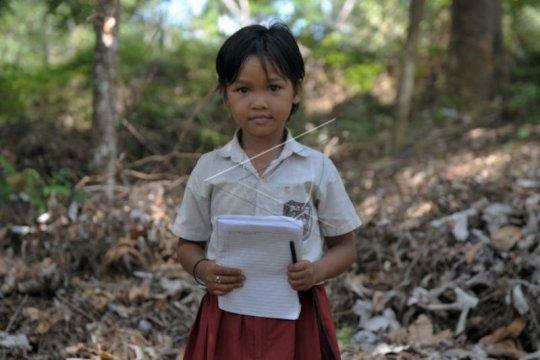 Suku Anak Dalam di Musi Banyuasin-Sumsel diberikan beasiswa