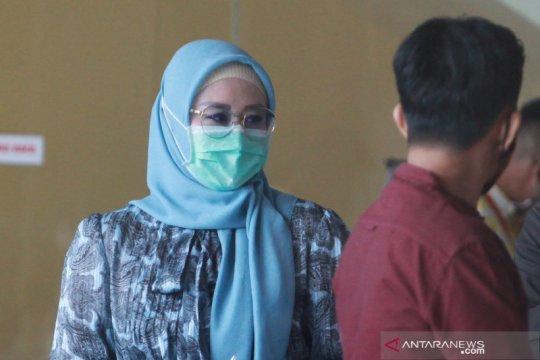 Istri Edhy Prabowo tanda tangani berita acara penyitaan barang