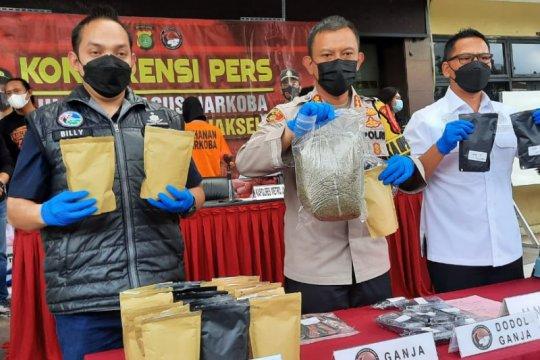 Polrestro Jaksel gagalkan peredaran susu ganja dari Aceh