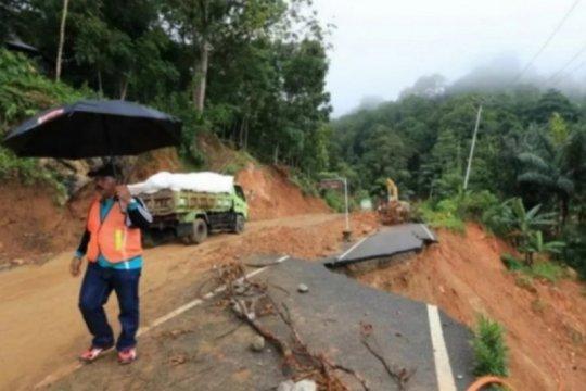 Musim hujan datang, awas ancaman bencana hidrometeorologi