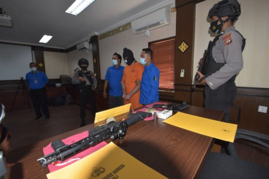 Miliki sabu dan tiga senpi ilegal, pengusaha asal Prancis ditangkap