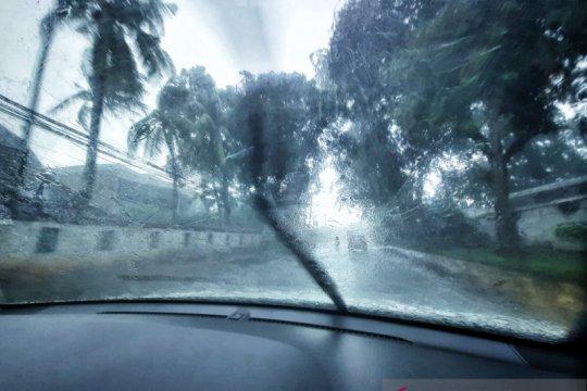 Cek kendaraan sebelum berangkat liburan di musim hujan