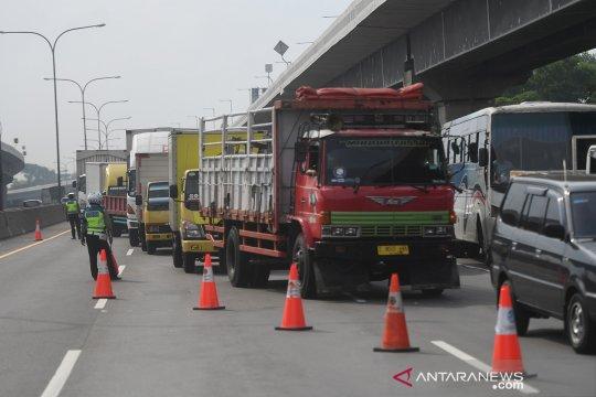 Pengalihan angkutan barang di tol Jakarta-Cikampek