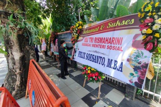 Karangan bunga Risma jadi Mensos banjiri Rumdin Wali Kota Surabaya