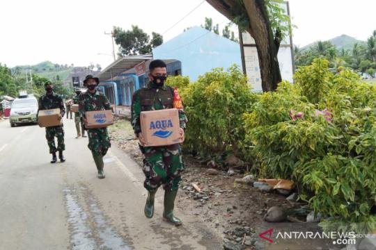 TNI-Polri salurkan bantuan bagi warga korban banjir Gorontalo Utara
