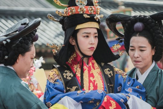 """Tujuh fakta menarik Shin Hye Sun, pemain """"Mr. Queen"""""""