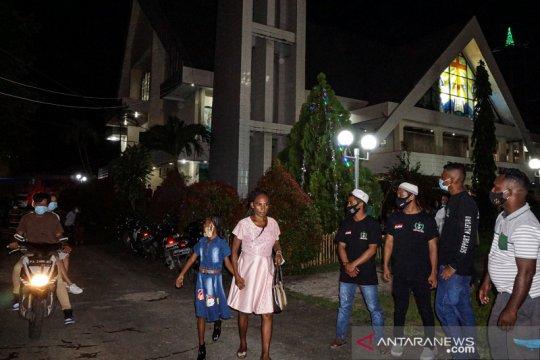Pemuda muslim bantu pengamanan gereja saat misa Natal di Jayapura