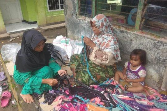 Perajin Lebak libatkan emak-emak bikin keset, gerakkan ekonomi lokal