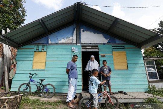 Korban tsunami Aceh masih tempati rumah sementara