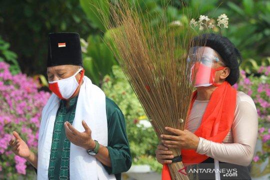 Seniman Surabaya doakan Tri Rismaharini amanah pimpin Kemensos