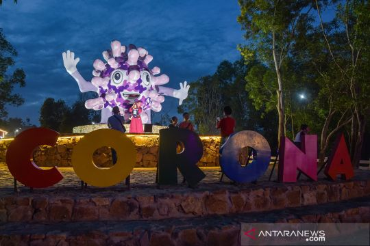 Tugu virus Corona di objek wisata Asia Farm Pekanbaru