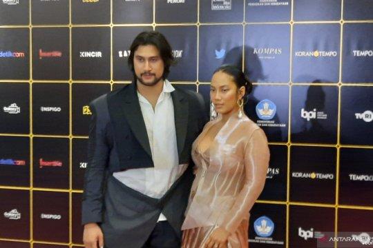 Tara Basro isi akhir tahun dengan quality time bersama suami