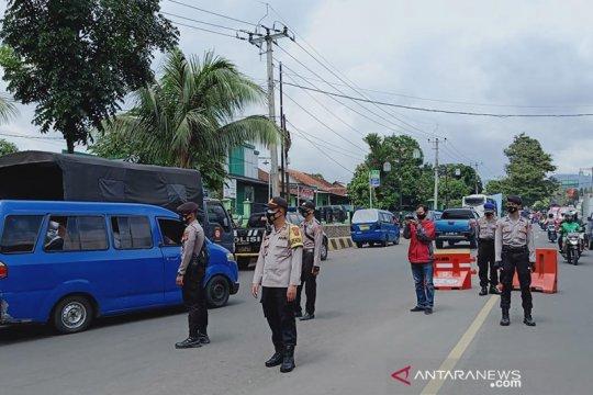 Ratusan wisatawan dan pendatang tujuan Puncak dipulangkan