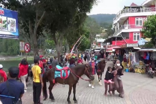 Pemkab Magetan batasi jumlah wisatawan Telaga Sarangan cegah COVID-19