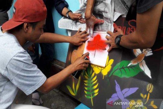Komunitas Tuli Temanggung mengikuti pelatihan seni stensil