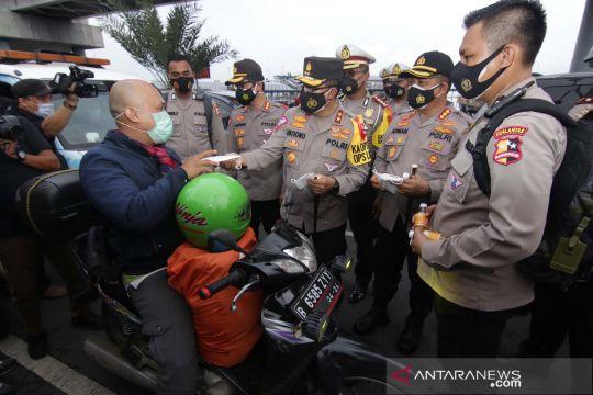 Kakorlantas Polri pantau penerapan protokol kesehatan di Pelabuhan Ketapang