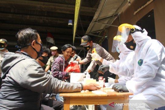 Operasi Kemanusiaan di Cengkareng bagikan sembako dan tes cepat gratis