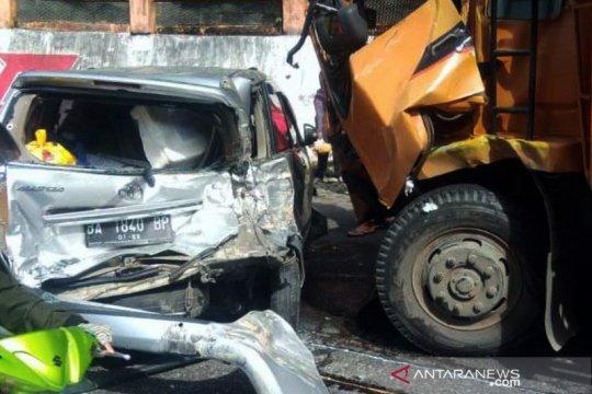 Kecelakaan beruntun libatkan sepuluh kendaraan terjadi di Lembah Anai