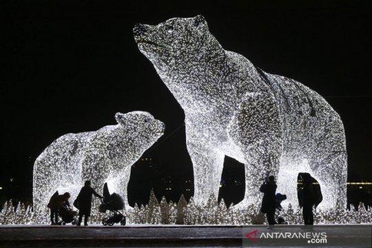 Menikmati gemerlap instalasi lampu menyambut tahun baru di Moskow