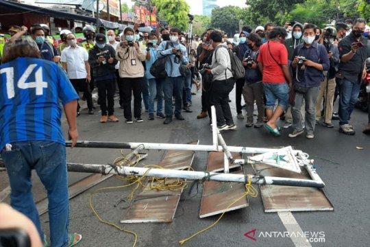 FPI dilarang, polisi-TNI imbau pencopotan atribut di Petamburan