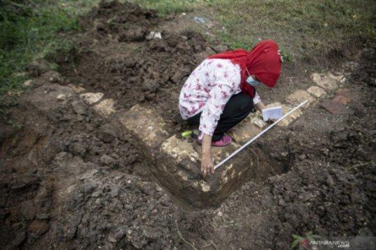 Arkeolog cek temuan candi abad ke 12 di Palembang