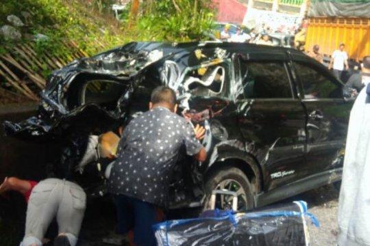 Polisi: 13 korban luka-luka akibat kecelakaan di Lembah Anai