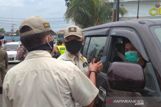 Tanpa surat bebas COVID-19, Petugas putar balik kendaraan pendatang