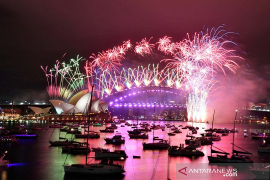 Kembang api warnai malam pergantian tahun di Sydney