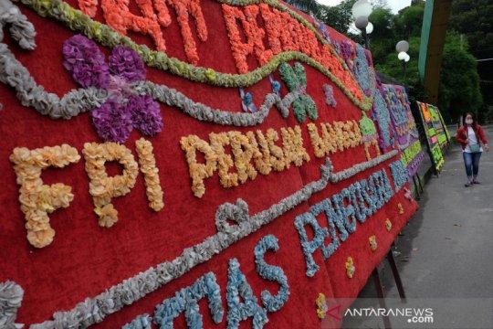 Karangan bunga dukungan atas pembubaran FPI