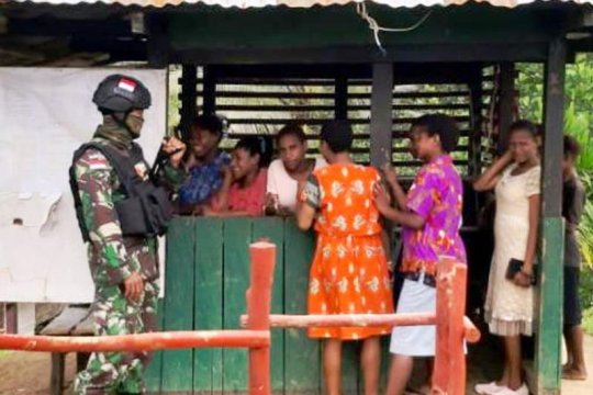 Satgas Pamtas Yonif 516/CY patroli simpatik di perbatasan RI-PNG